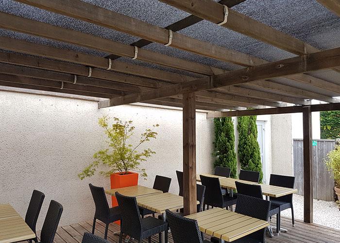 toiles et stores pour terrasse de restaurant la roche sur yon. Black Bedroom Furniture Sets. Home Design Ideas